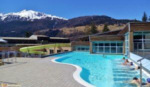 Le-Terme-di-Bormio-Larea-idromassaggio-esterna-della-piscina-riscaldata